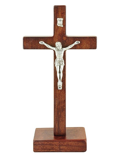 Kreuz aus dunklem Erlenholz